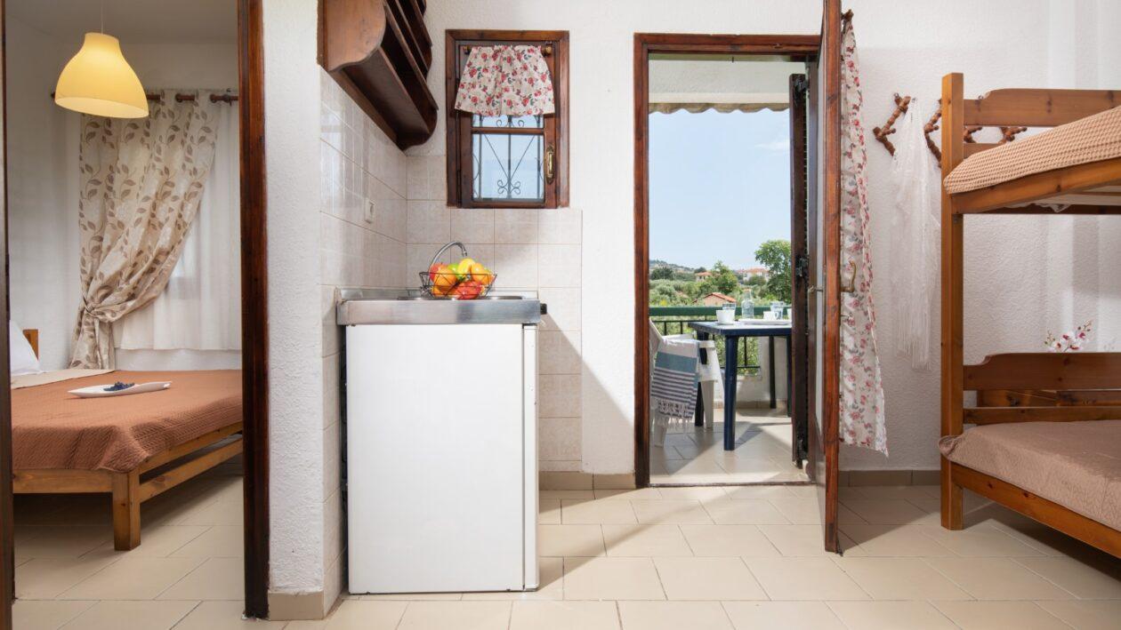 hrisavg-nikiti-sithonia-halkidiki-4-bed-apartment-studio